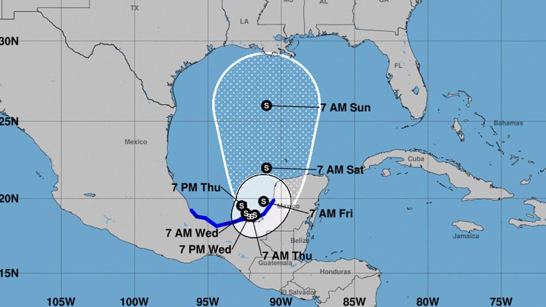 México activa la alerta de 'vigilancia roja' ante la aproximación de la tormenta tropical Cristóbal