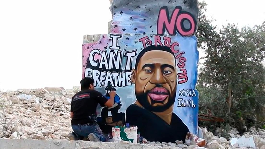 VIDEO: Pintor sirio dedica a George Floyd un mural en un edificio bombardeado en Idlib
