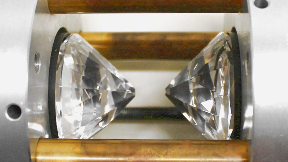Comprimen nitrógeno como en una fábrica de diamantes y obtienen una estructura similar al fósforo negro