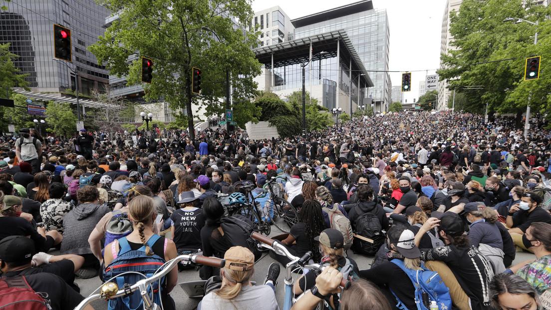 """Agencia de salud de EE.UU.: """"Las protestas pueden ser un caldo de cultivo para el coronavirus y uso de gas lacrimógeno contribuiría a su propagación"""""""