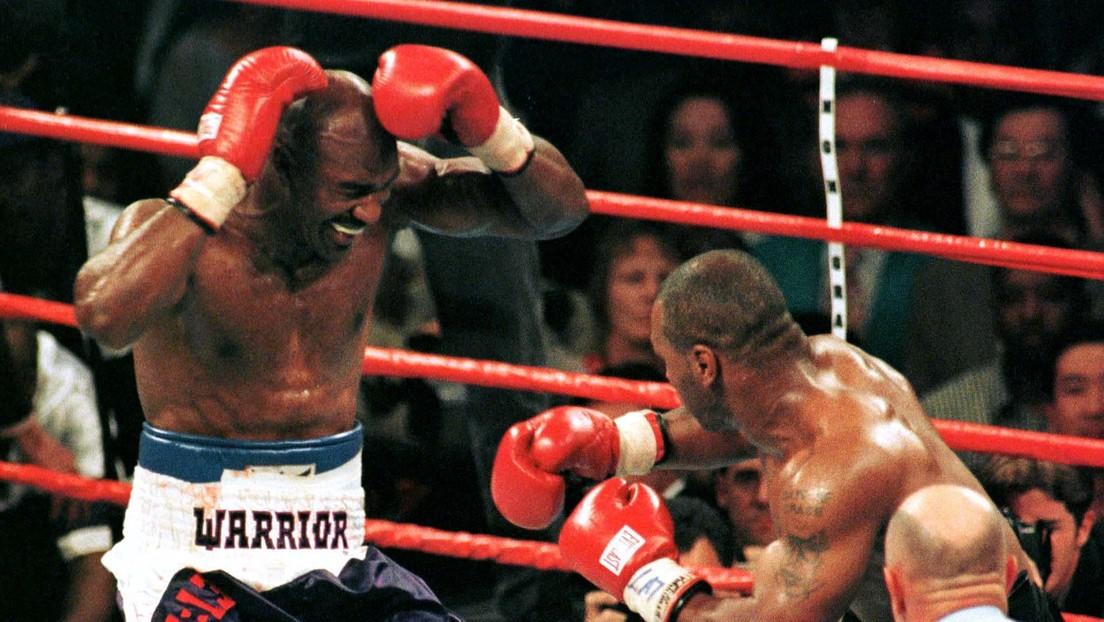 Evander Holyfield recuerda su reacción después de que Mike Tyson le mordiera en la oreja durante su icónica pelea