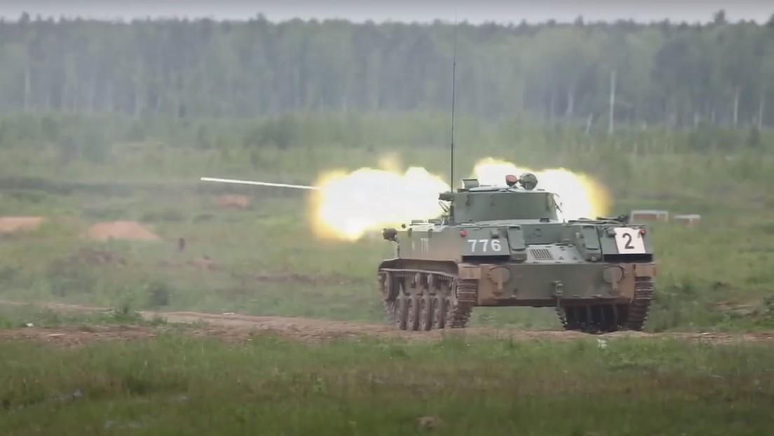 VIDEO: Tropas aerotransportadas rusas neutralizan a un enemigo con fuerzas superiores usando vehículos de combate en un entrenamiento