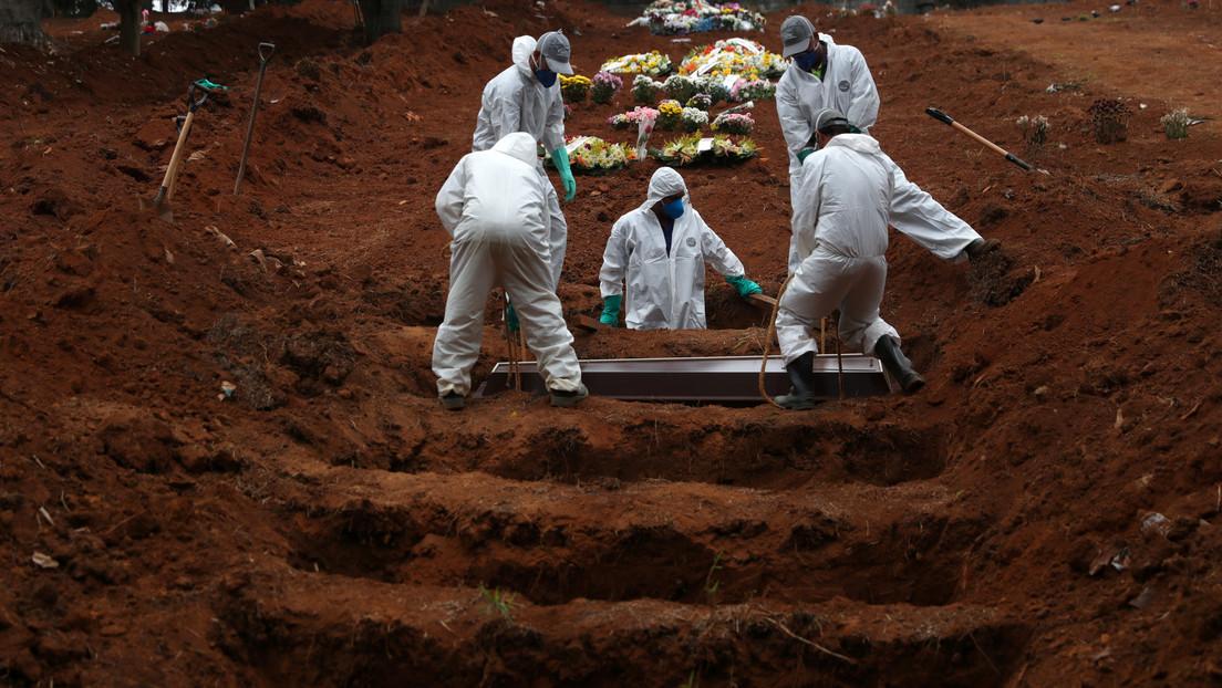 """Brasil deja de informar sobre el total de muertes y casos de covid-19 y Bolsonaro señala que la acumulación de datos """"no retrata el momento del país"""""""
