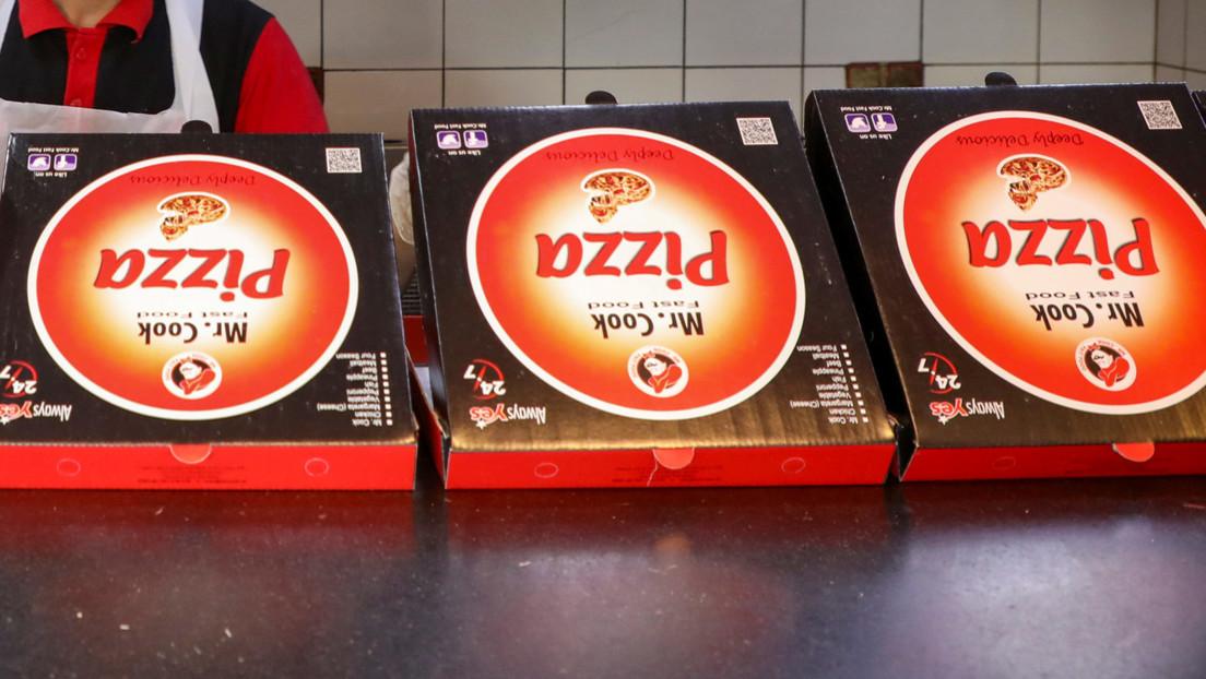 """Un hombre recibe pizzas que nunca encargó durante casi una década y afirma que """"ha perdido el sueño"""" por miedo a que lleguen más"""