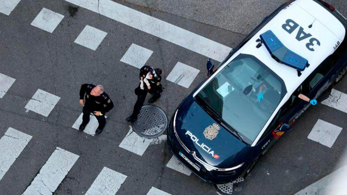 Un policía español paga la comida infantil de un hombre que trató de robarla en el supermercado para alimentar a sus hijos