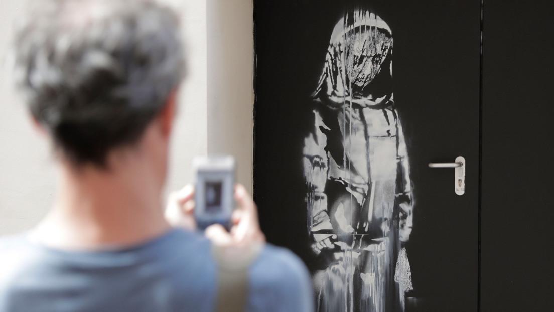 Encuentran una obra robada de Banksy que rinde homenaje a las víctimas del teatro Bataclan de París