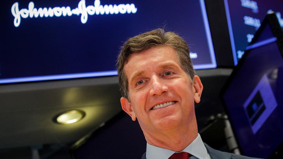Johnson & Johnson empezará en julio a probar vacuna contra el COVID-19