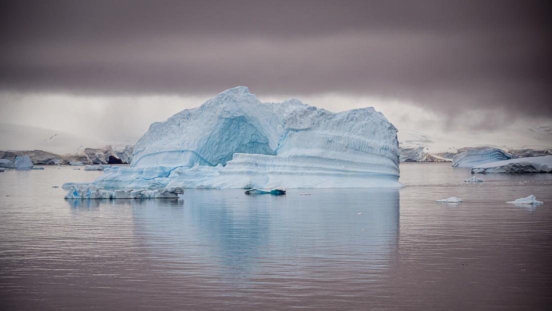 ¿Misterio resuelto? Dan una explicación sencilla a las anomalías con neutrinos en la Antártida