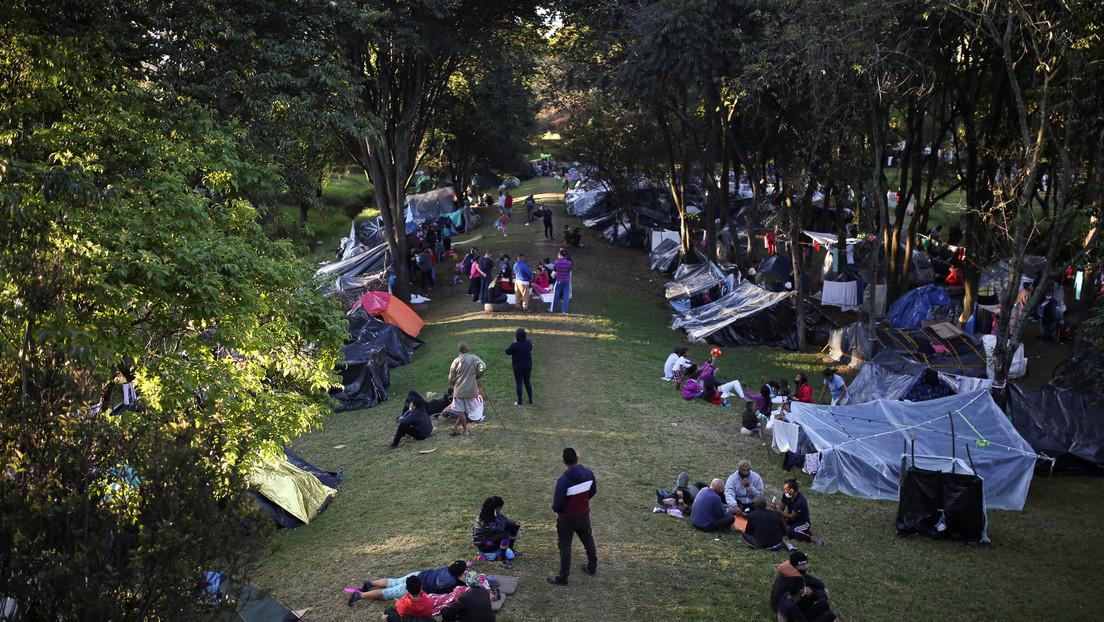 Unos 15.000 venezolanos emprenden la travesía para regresar a su país desde Colombia thumbnail