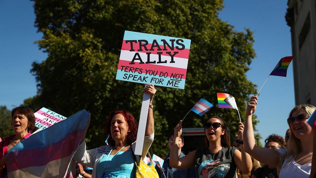 Boris Johnson desecha el plan que permite el cambio legal de identidad de género sin diagnóstico médico