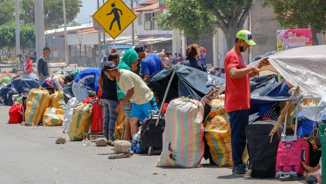 Migrantes venezolanos atrapados en Colombia denuncian que les impiden avanzar a Venezuela thumbnail