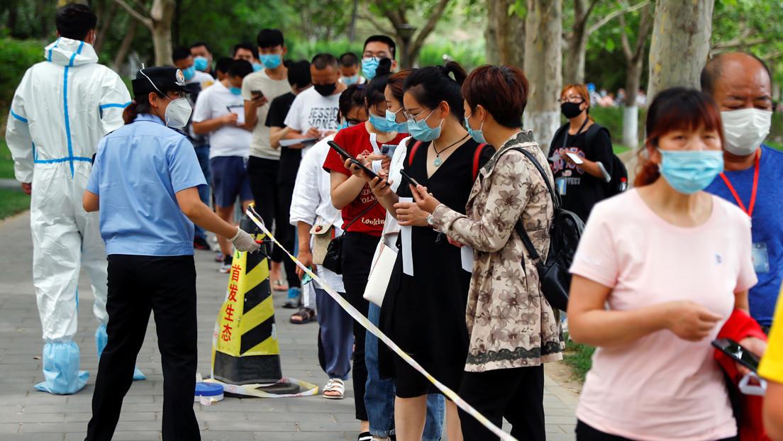 Pekín impone drásticas medidas para detener un nuevo brote del coronavirus