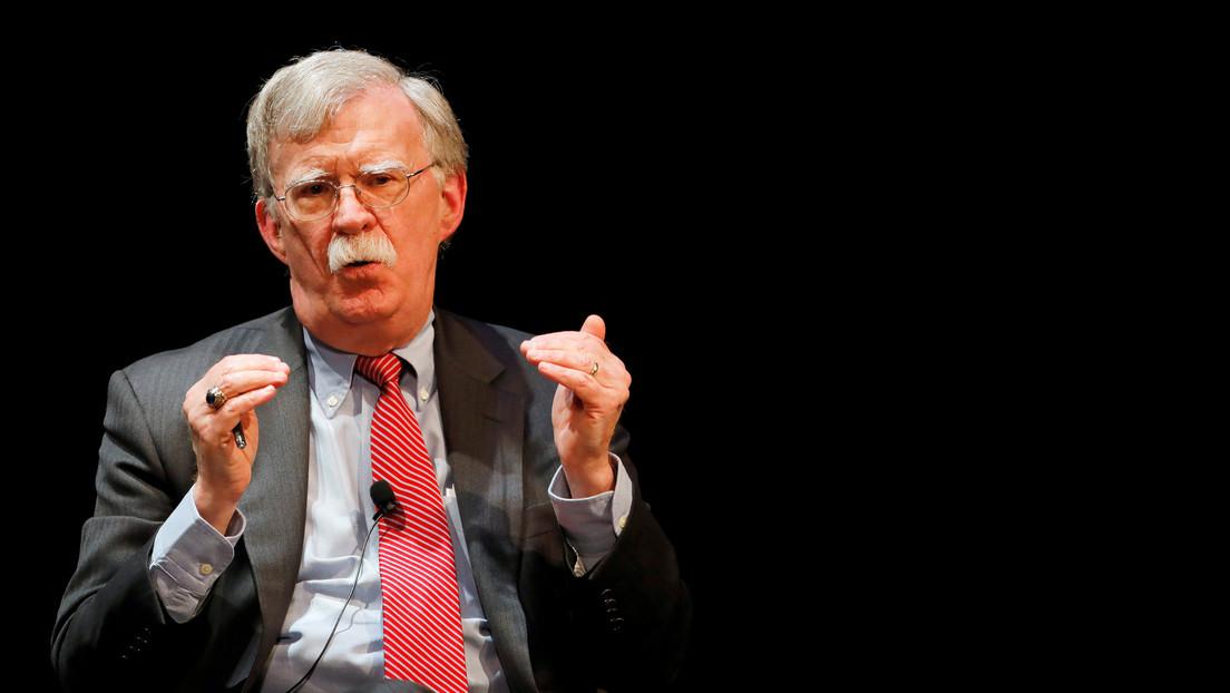 """Bolton revela en su libro por qué Trump quiso retirarle el apoyo a Guaidó 30 horas después de reconocerlo como """"presidente interino"""" de Venezuela"""