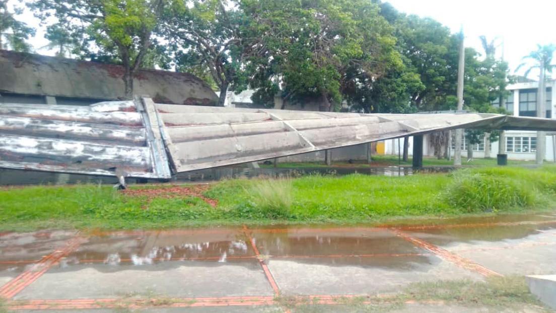 FOTOS, VIDEO: Se desploma el techo de los pasillos cubiertos de la Universidad Central de Venezuela, Patrimonio de la Humanidad