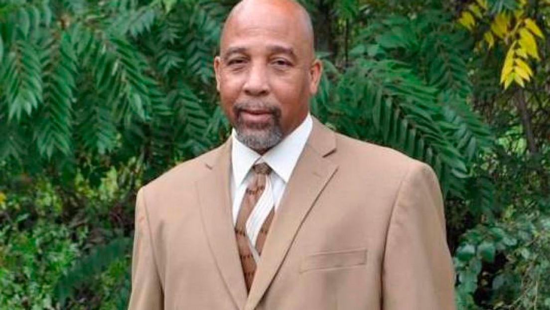 Un pastor afroamericano llama al 911 tras ser atacado por un grupo de personas blancas y la Policía detiene al religioso