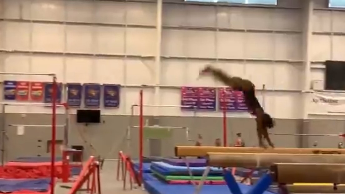 """VIDEO: Simone Biles ensaya un nuevo salto nunca antes visto y la Red la califica de """"superhumana"""""""