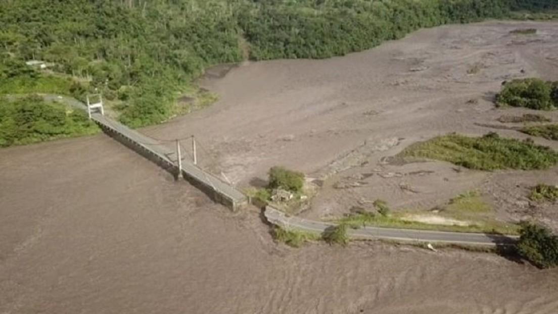 El desbordamiento de un río en Ecuador causa el colapso de un puente (FOTOS, VIDEO)