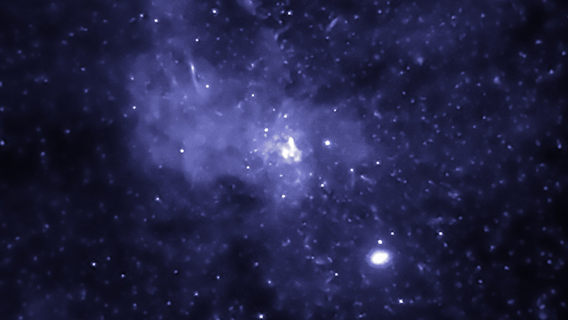 FOTO: Descubren miles de agujeros negros en el centro de la Vía Láctea