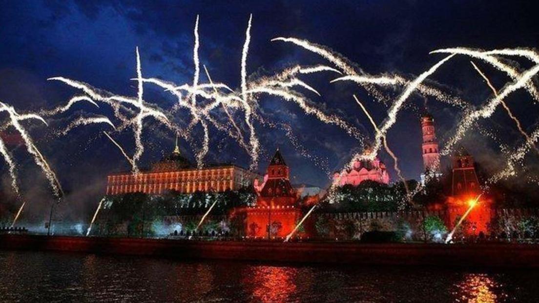 VIDEO: Moscú cierra el 75.º aniversario de la Victoria con un gran espectáculo de fuegos artificiales