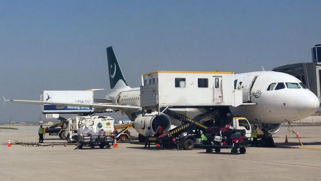Ministro de aviación de Pakistán: Casi el 40 % de los pilotos civiles tienen licencias falsas y no están cualificados