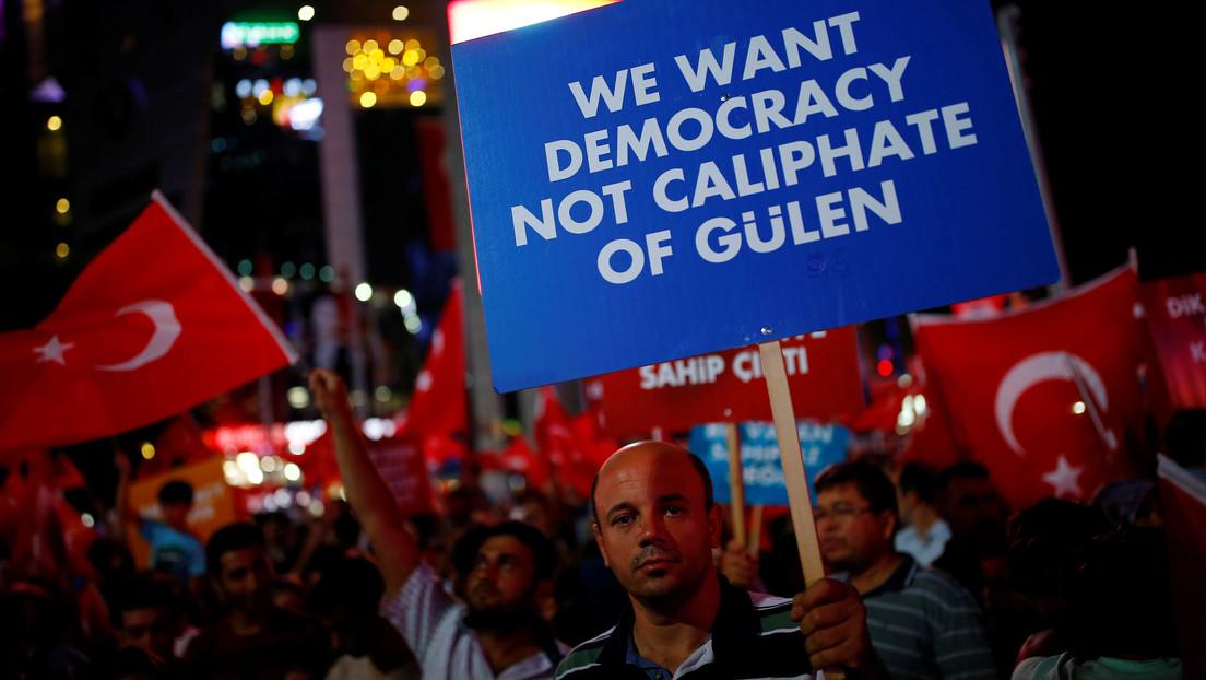 Turquía sentencia a 121 personas a cadena perpetua por el fallido golpe de Estado en 2016