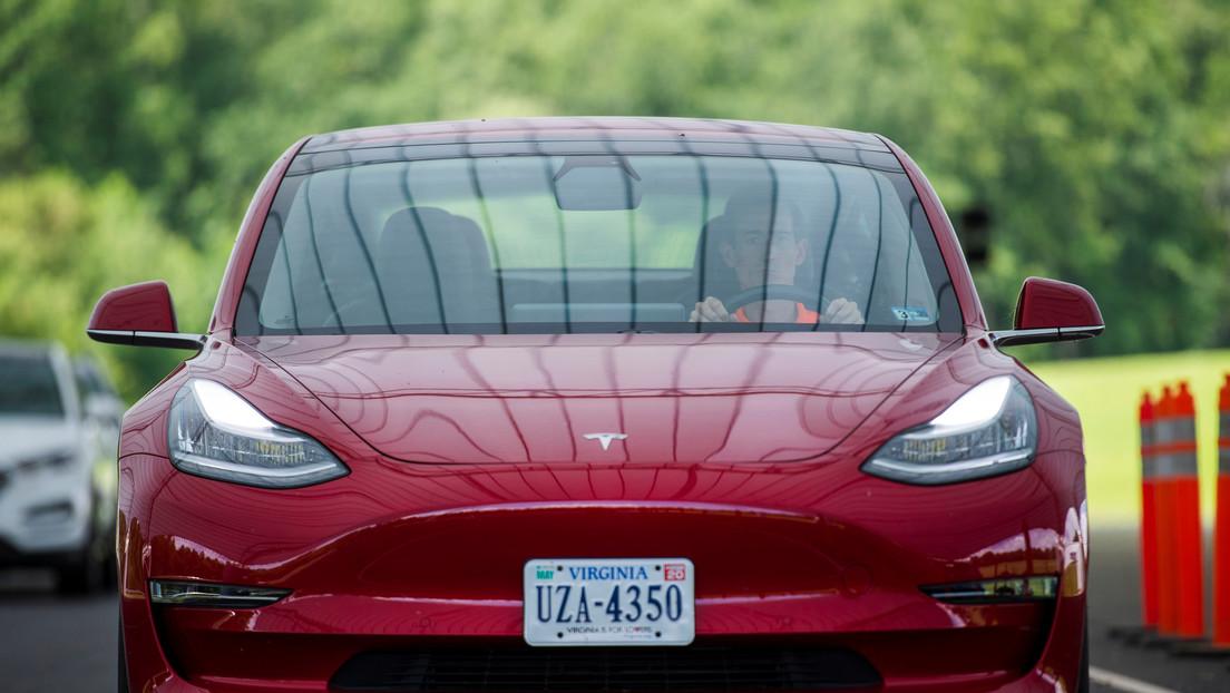 """Demandan a Tesla por un accidente de su """"auto más seguro"""", que le provocó daño cerebral a una mujer"""