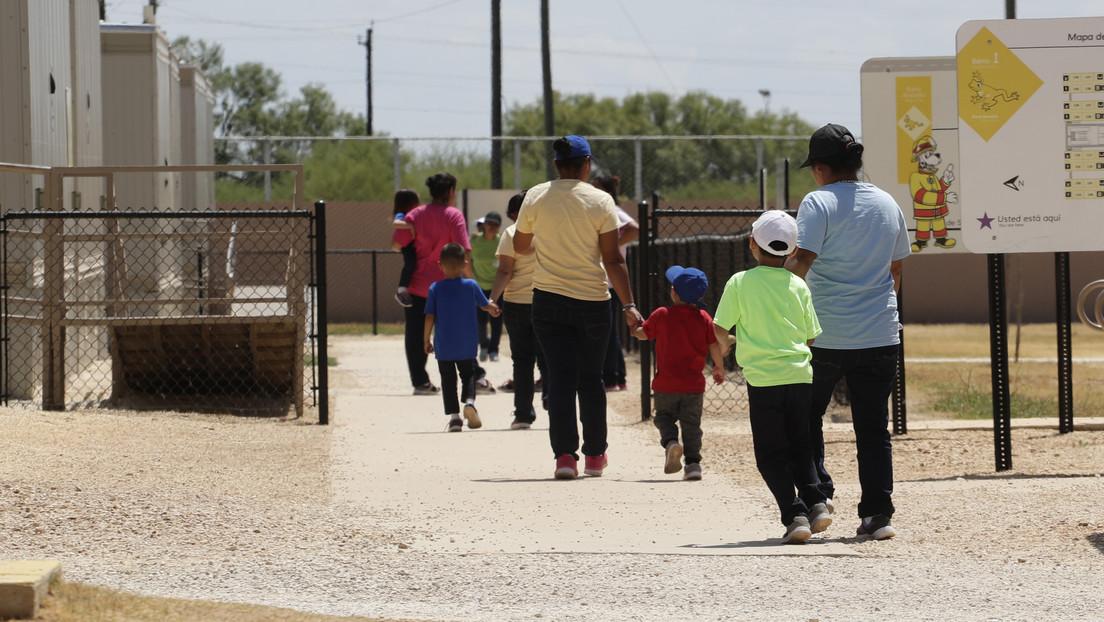 EE.UU.: Jueza ordena liberar a los niños migrantes de los centros de detención familiar