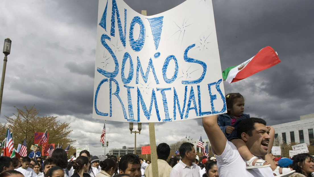 """EE.UU.: Una pareja impide que un latinoamericano ingrese a su propio edificio y lo tilda de """"delincuente"""" (VIDEO)"""
