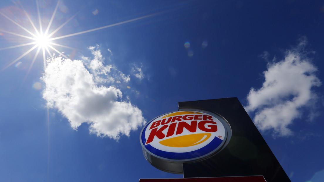 VIDEO: Un Tesla confunde el logotipo de Burger King con una señal de 'pare' (y se convierte en una campaña publicitaria)