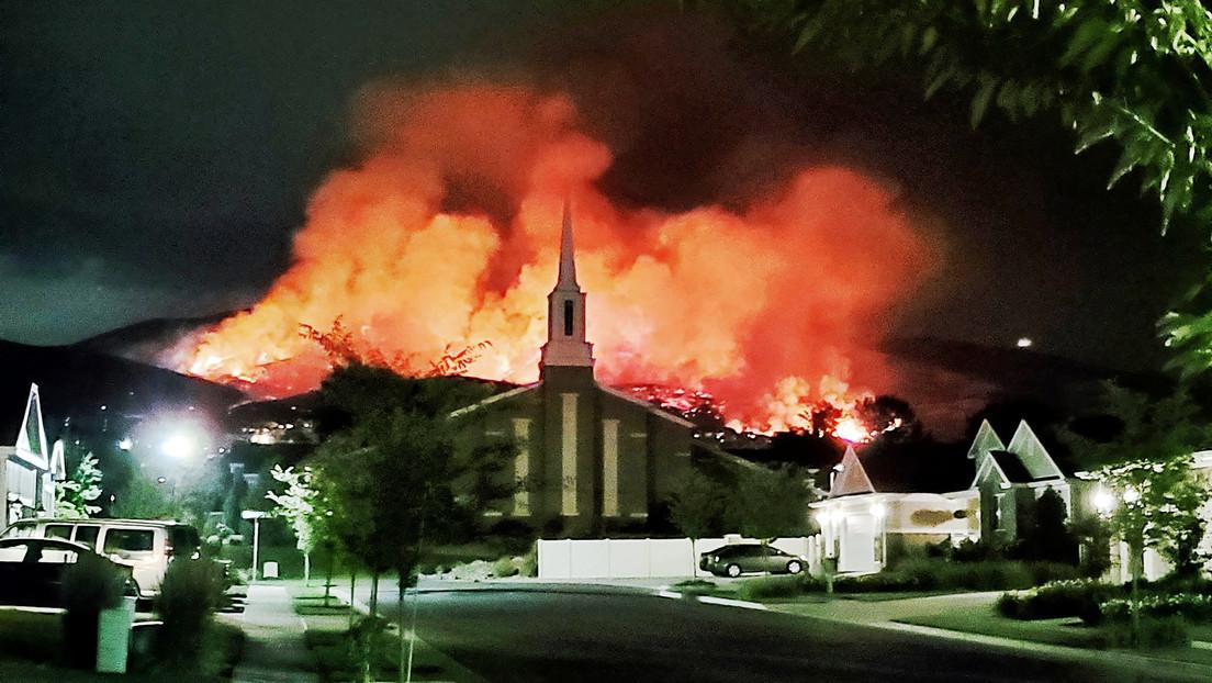 VIDEOS: Evacúan decenas de viviendas en EE.UU. tras incendios provocados por fuegos artificiales