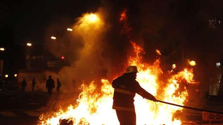 Mueren dos bomberos argentinos tras un incendio y explosión en una farmacia de Buenos Aires (VIDEO)
