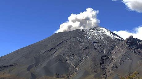 FOTOS, VIDEO: El volcán Popocatépetl emite 274 exhalaciones de gases y ceniza en las últimas 24 horas