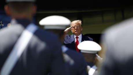 """""""El concepto suena tan inocente, tan perfecto"""": Trump defiende la técnica de estrangulamiento por policías"""