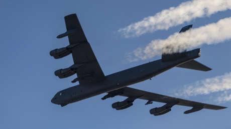Cazas rusos acompañan a dos bombarderos estratégicos B-52H de EE.UU. sobre aguas neutrales en el mar de Ojotsk
