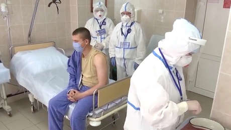 Revelan los síntomas de los voluntarios que recibieron una vacuna experimental contra el covid-19 en Rusia