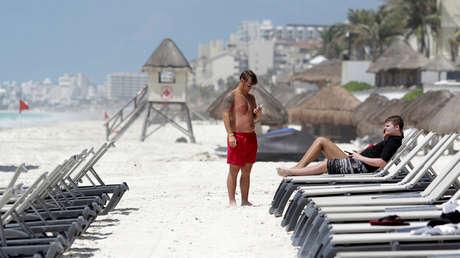 Decenas de universitarios de EE.UU. que viajaron a un balneario mexicano fueron diagnosticados con covid-19 en Texas