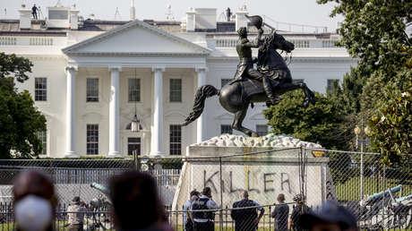 La vandalizada estatua de Andrew Jackson Andrew Harnik AP