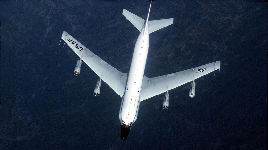 Cazas rusos Su-27 interceptan un avión de reconocimiento de EE.UU. cerca de la frontera del país