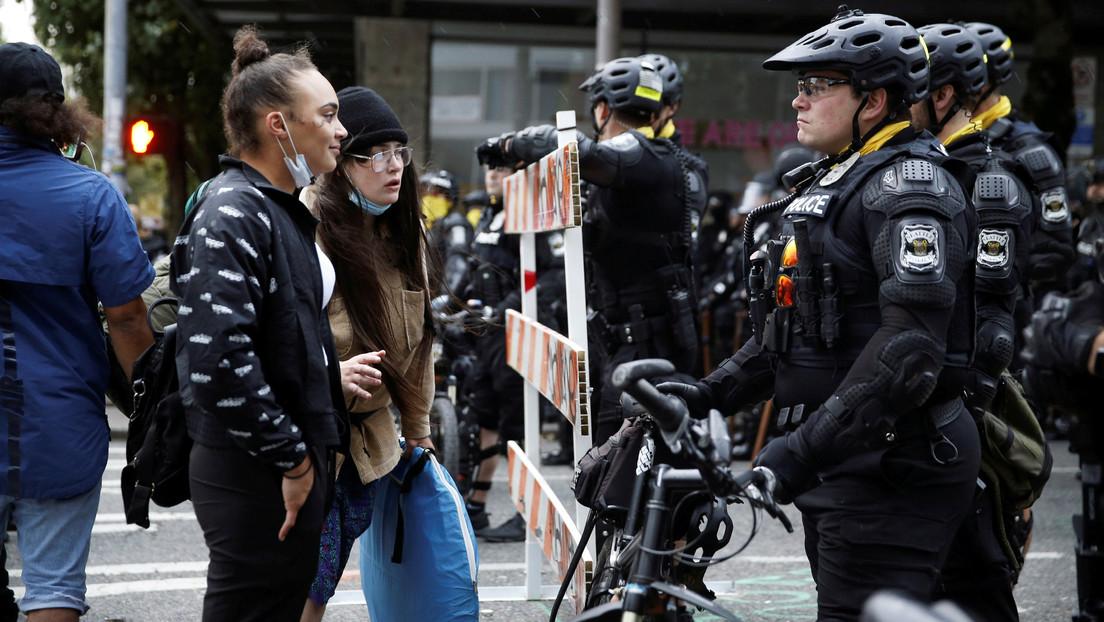 VIDEOS: La Policía llega en bicicletas para hacer frente a los manifestantes y desmantelar la 'zona autónoma' de Seattle