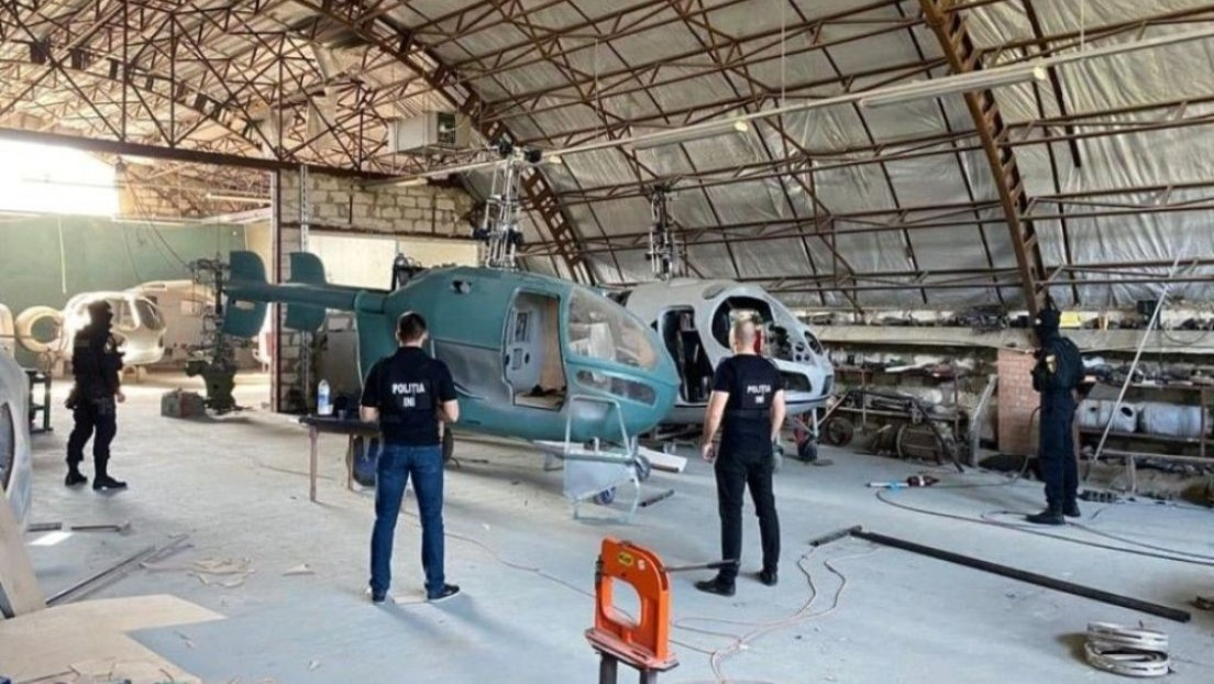 VIDEO: Descubren una fábrica clandestina de helicópteros con más de una docena de aeronaves