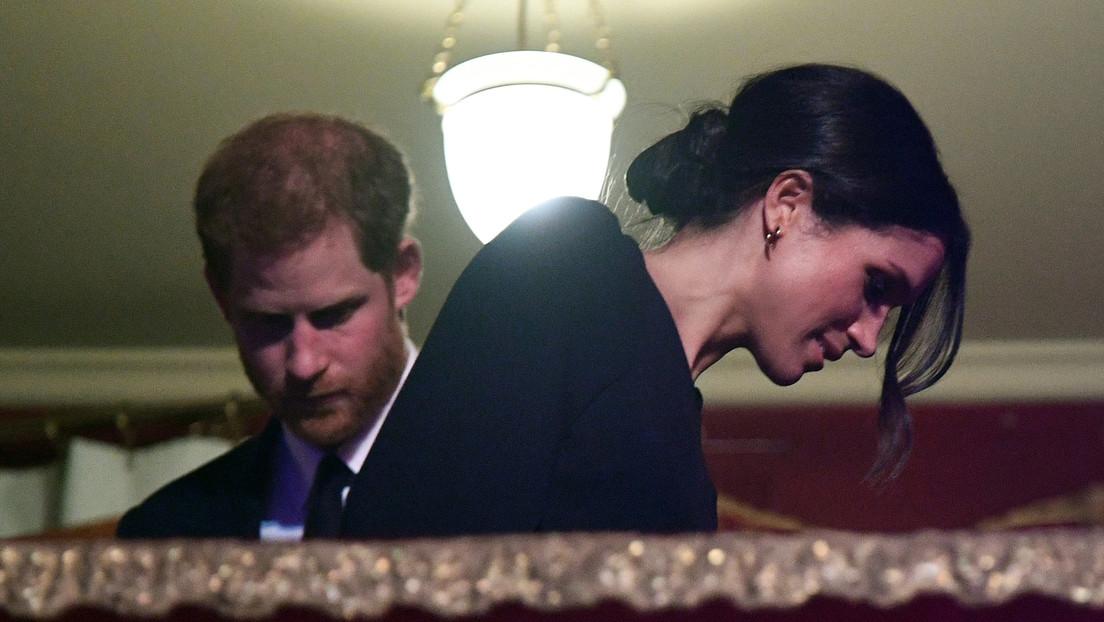 """Meghan Markle se sentía """"desprotegida"""" por la Familia Real y """"con prohibición de defenderse"""" ante los ataques de tabloides británicos"""