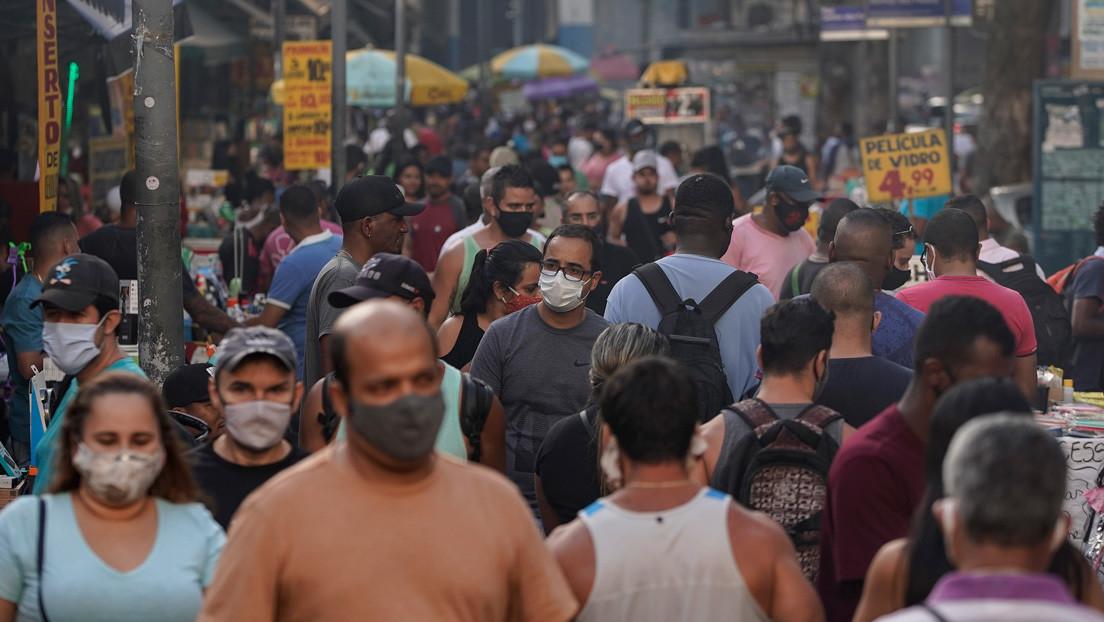 Contagios en aumento, cuarentenas flexibles: cómo evoluciona el covid-19 en Latinoamérica a cuatro meses de detectar el primer caso