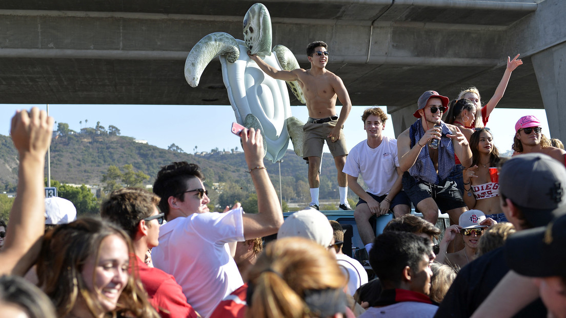 Estudiantes en EE.UU. organizan 'fiestas covid' con personas infectadas y el primero en contagiarse se lleva el premio