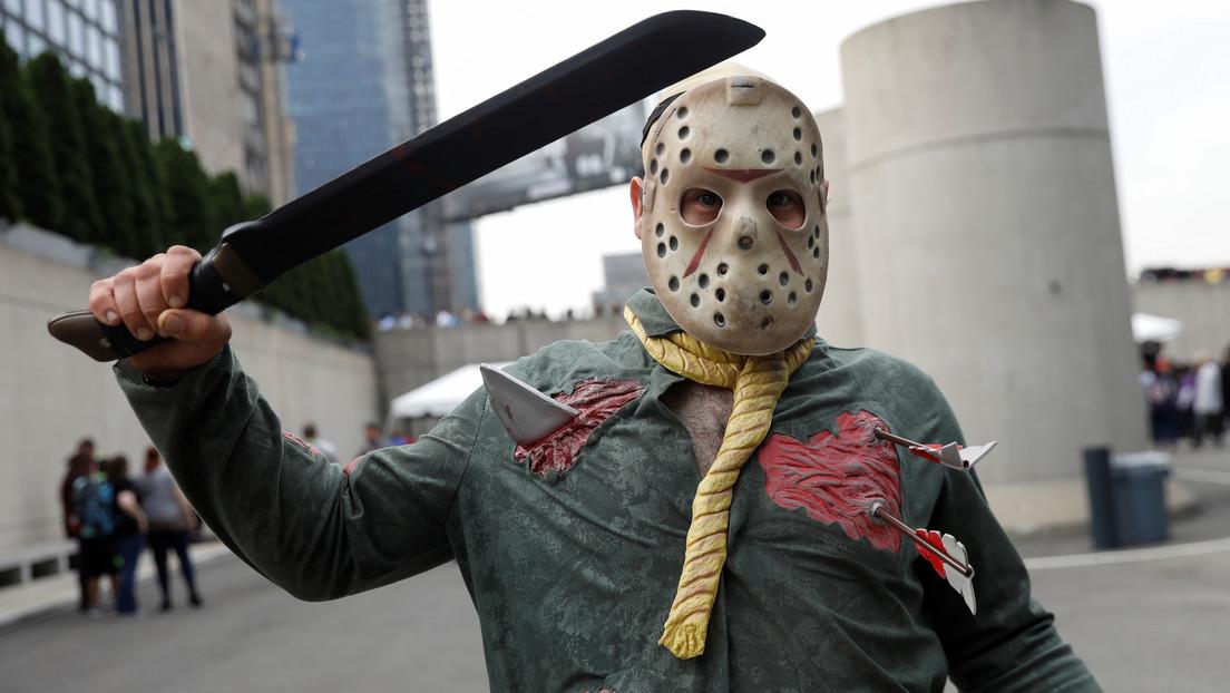 VIDEO: El icónico personaje de la saga de terror 'Viernes 13' protagoniza una campaña sobre el uso de tapabocas