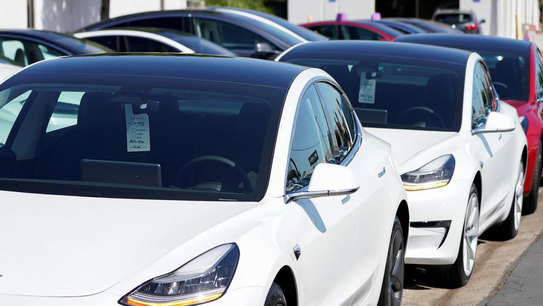 Un hombre en Alemania compra 28 autos eléctricos Tesla Model 3 por 'accidente'