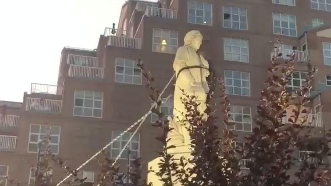 VIDEOS: Derriban y arrojan al mar en EE.UU. un monumento a Colón el Día de la Independencia