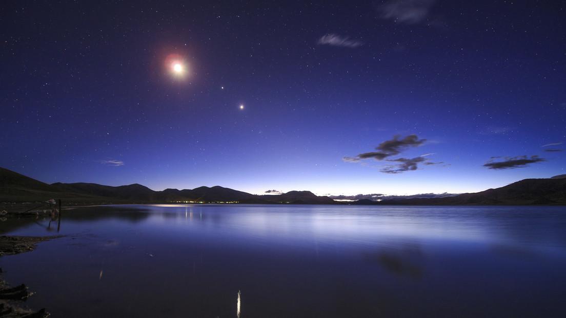 La luna llena formará un triángulo perfecto en el cielo con los dos planetas más grandes del sistema solar