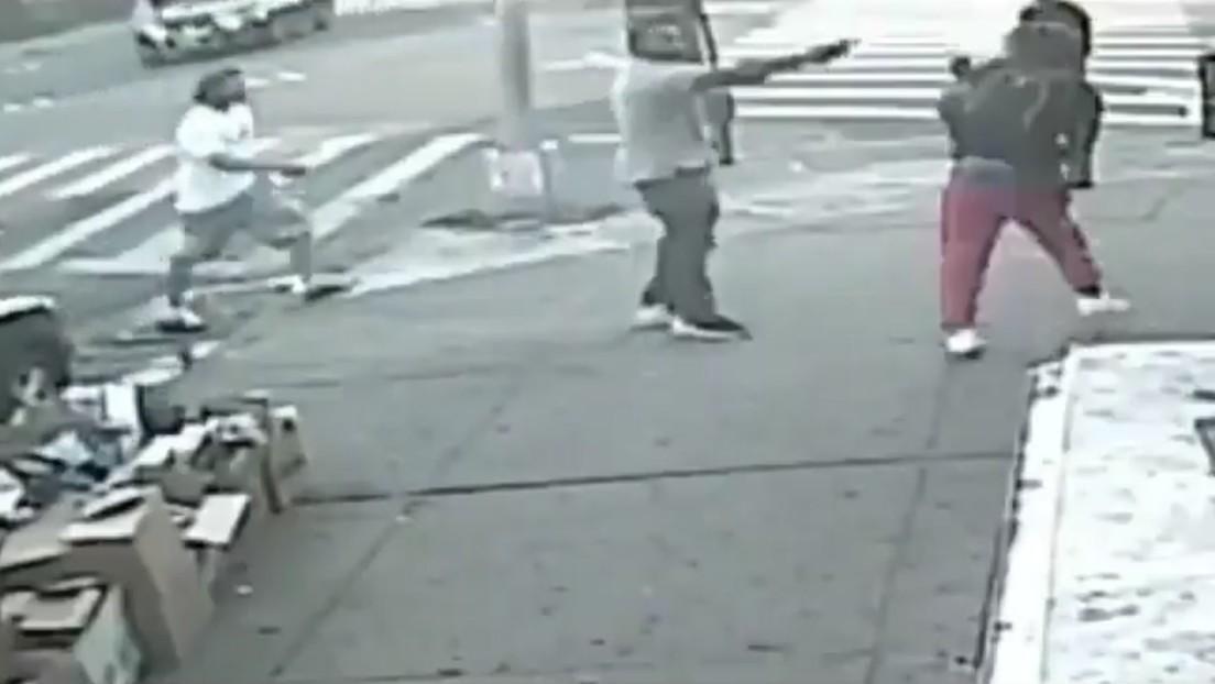 VIDEO: Un hombre abre fuego a plena luz del día y deja un muerto y un herido en Nueva York