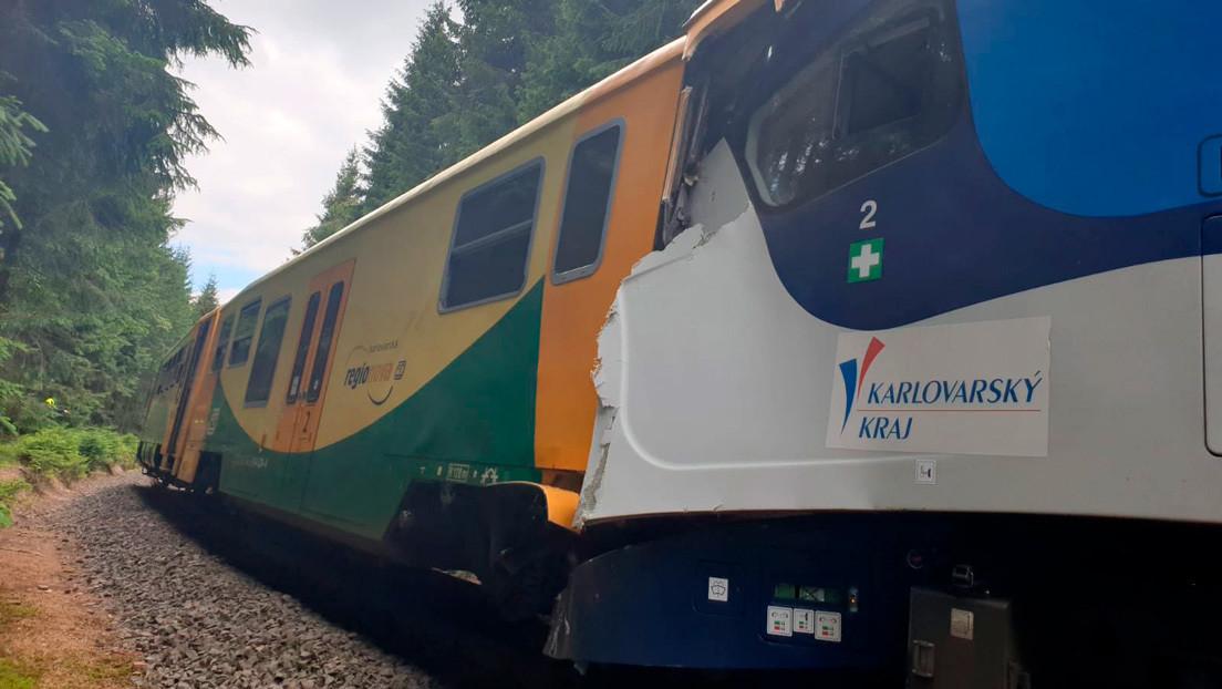 Tres muertos y decenas de heridos tras colisionar dos trenes en la República Checa