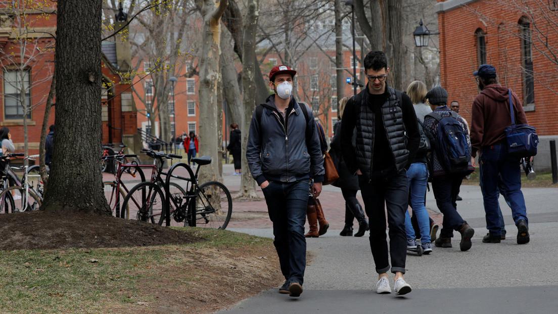 Demandan al Gobierno de Trump por obligar a estudiantes extranjeros a tomar cursos presenciales para mantener sus visados